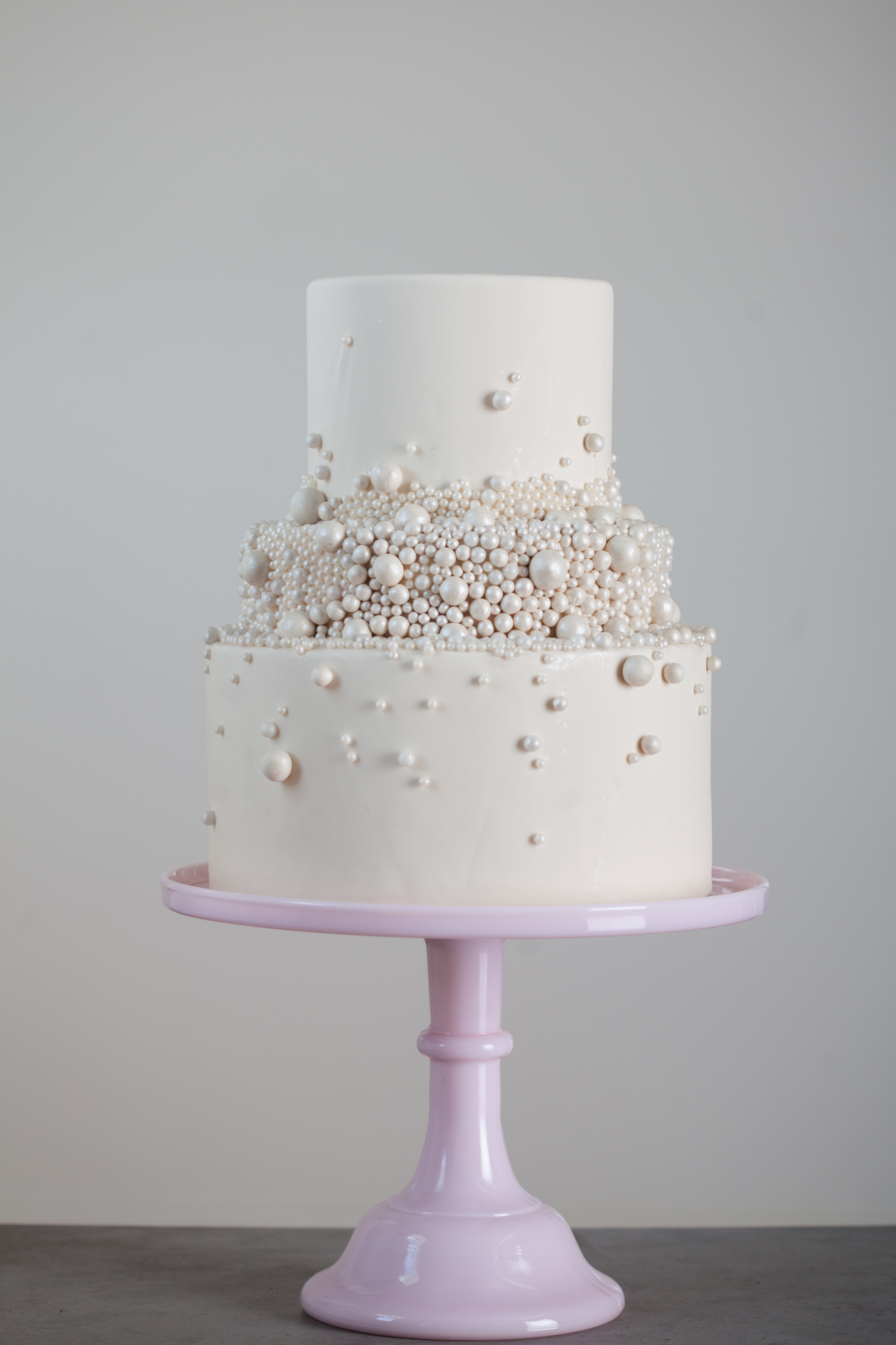 Using Edible Glue to Attach Pearls to a Cake