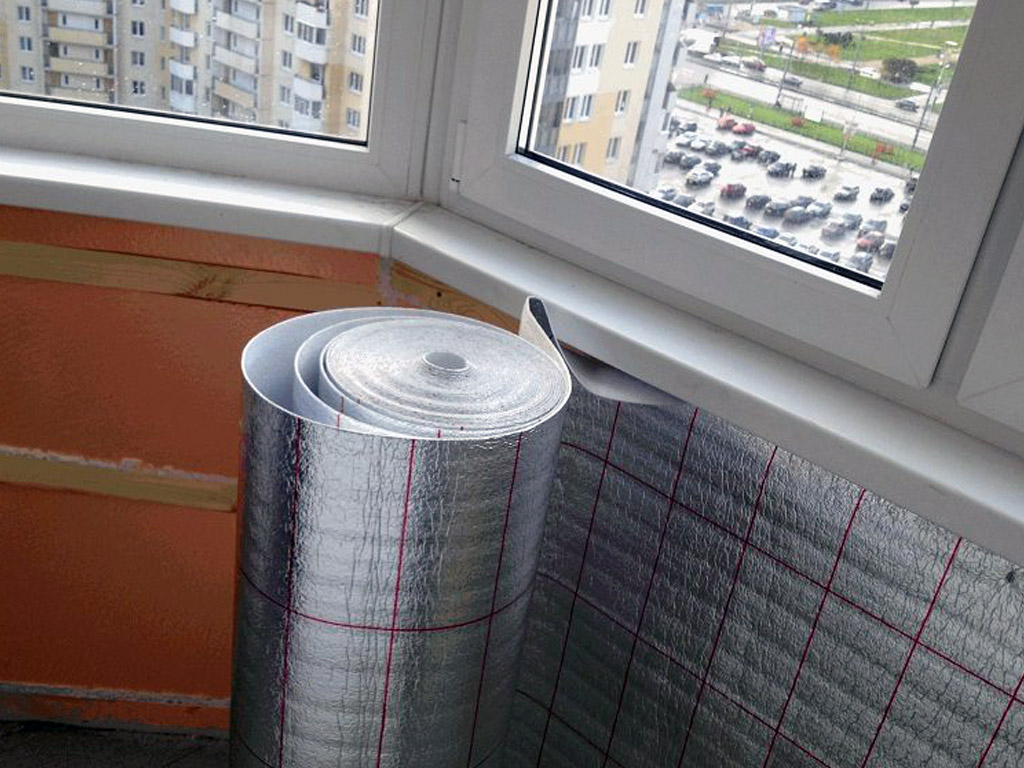 Монтаж пенофола на стене утепленного балкона