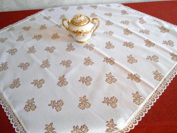 Винтажная белая полиэстеровая скатерть